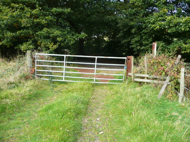 Gate and stile on track at Lee Lane, Norrhowram