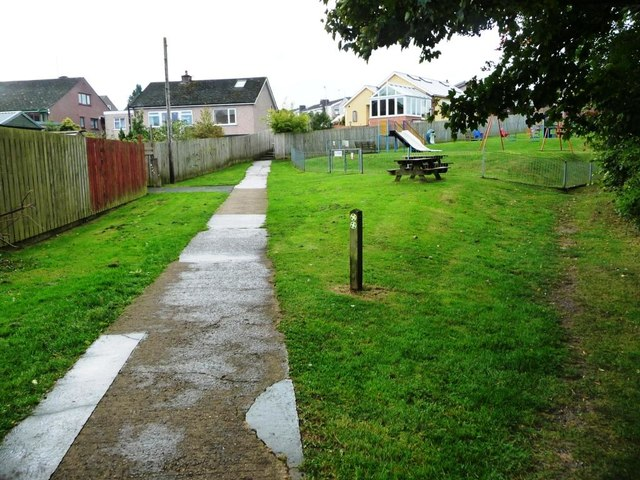 Choice of footpaths, The Banks, Appleby