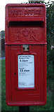 TM5286 : Close up, Elizabeth II postbox on Lloyds Avenue, Kessingland by JThomas