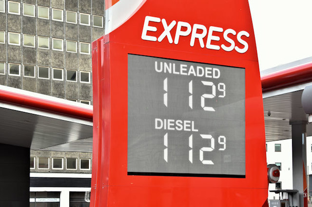 Fuel prices sign, Belfast (17 October 2016)