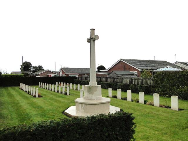 War graves at Feltwell St. Nicholas' churchyard