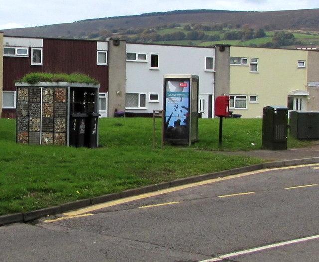 Street furniture near a Greenmeadow Way bus stop, St Dials, Cwmbran
