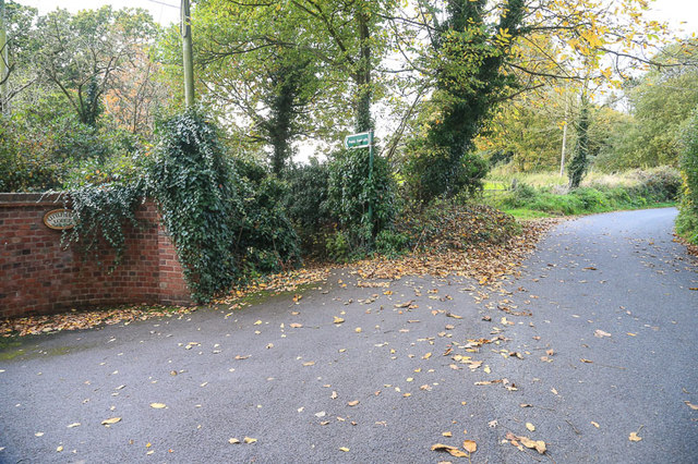 Footpath on Walnut Lane, near Bromsgrove