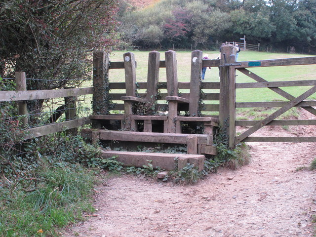 Dual carriageway stile in farmland near Golden Cap