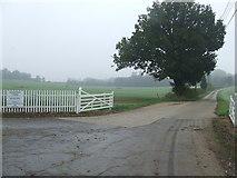 TL8068 : Farm Entrance by Keith Evans