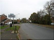 SU0993 : Common Hill roundabout, Cricklade by David Purchase