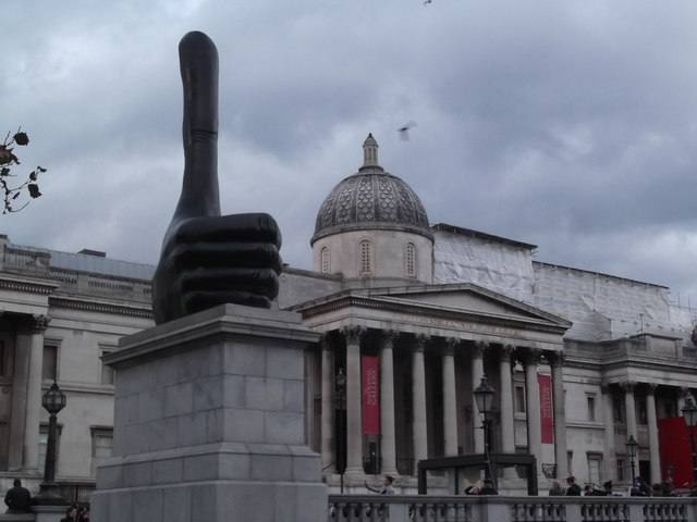 Thumbs Up and The National Gallery, Trafalgar Square