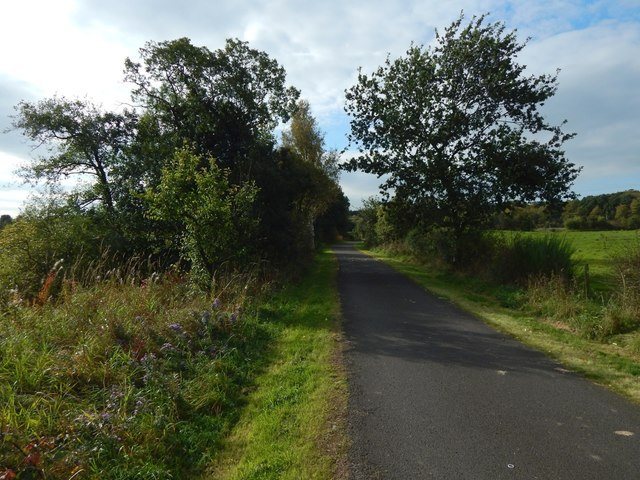 Cycle route near Mains of Cardross