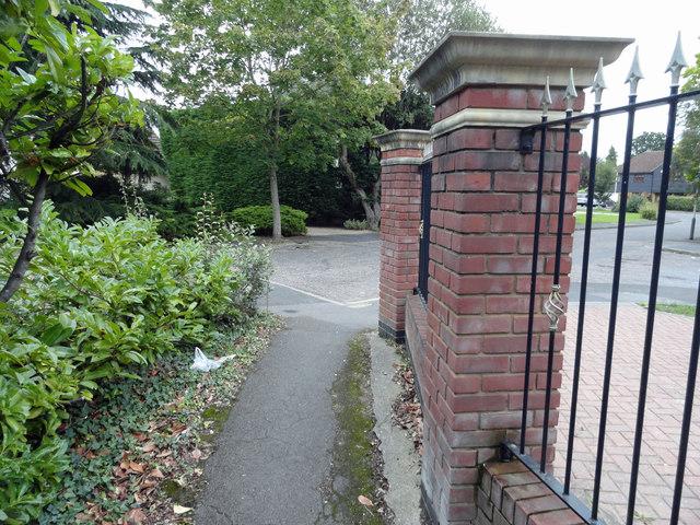 Footpath 170 at Maybush Road