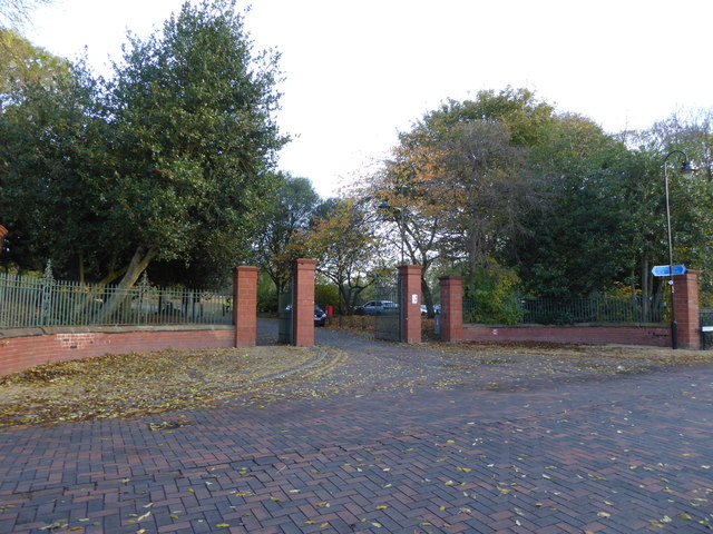 Hanley Park: gates on Avenue Road