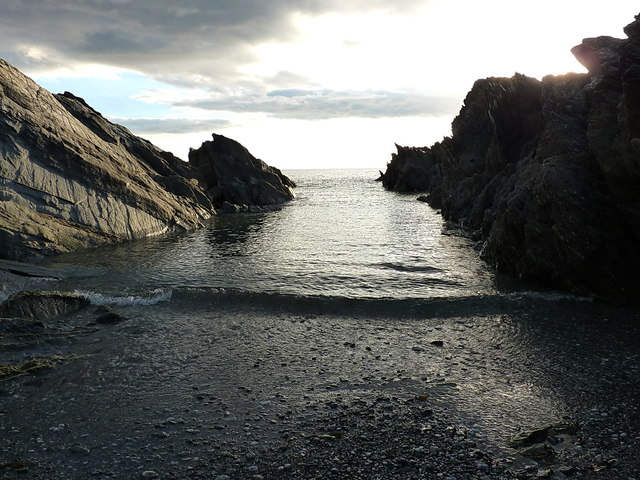 Narrow inlet near Lansallos Cliff