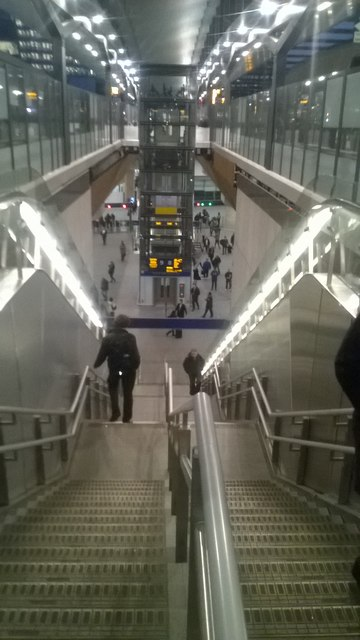 London Bridge station: stairs down into the new concourse