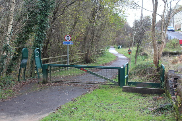 Barrier & stiles, National Cycle Route 467, Hollybush Station