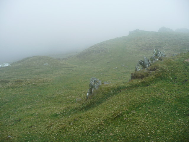 Leaving the Foeldrygarn hillfort to the south-west