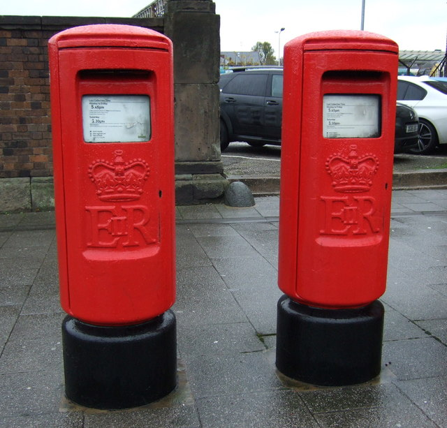 Elizabeth II postboxes on Station Road, Chester