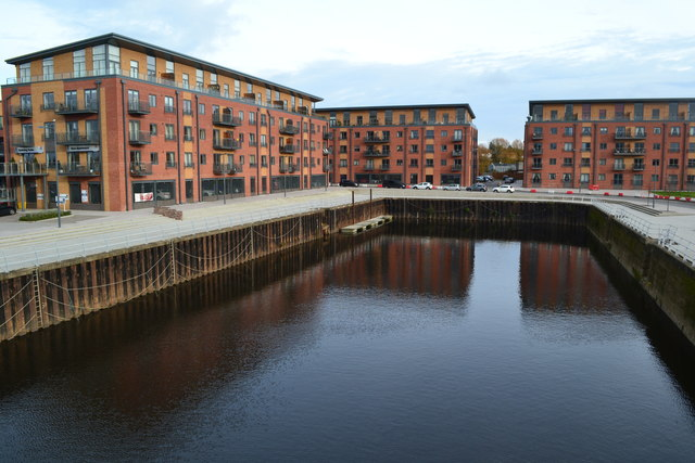 New apartments around the old oil basin at Diglis