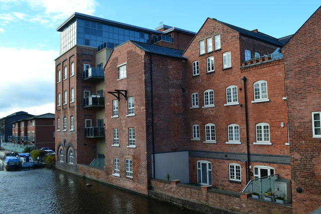 Apartments in former Albion Mill by the Worcester and Birmingham Canal