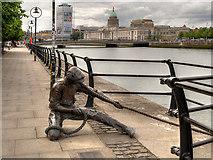 O1634 : River Liffey City Quay, The Linesman by David Dixon