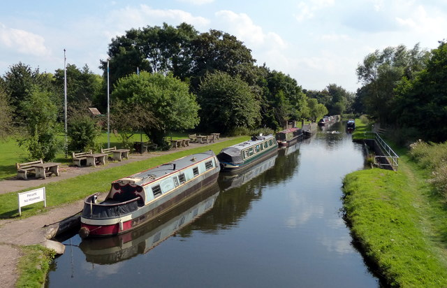 Narrowboats at Hatherton Junction