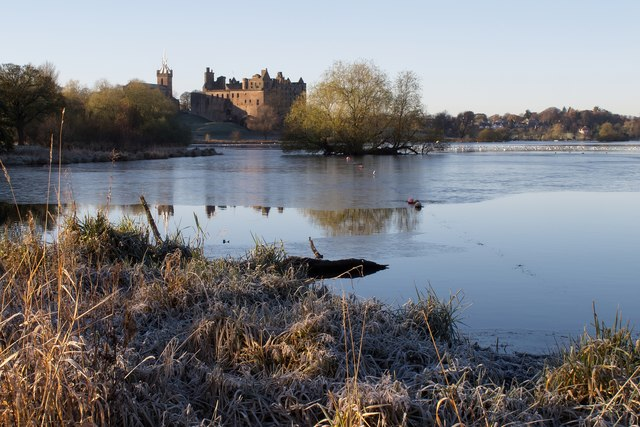 Frosty morning at Linlithgow Loch