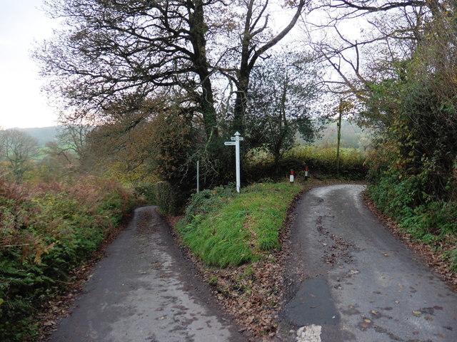 Minor road junction near Brockfield