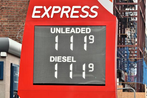 Fuel prices sign, Belfast (26 November 2016)