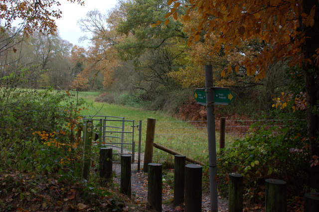 Footpath crossing near Layters Green