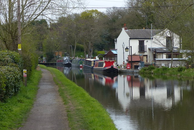 Canal Cottage and the Staffordshire and Worcestershire Canal