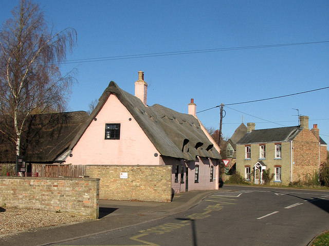 Little Thetford: pink house at Green Hill