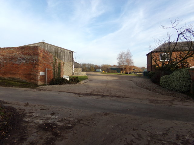 Footpath & entrance to Brick Kiln Farm