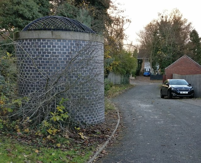 Glenfield Tunnel airshaft at Holmwood Court
