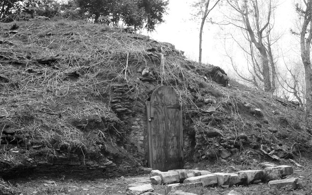 Ice-box Mound Entrance, Badminton Park, Gloucestershire 2012