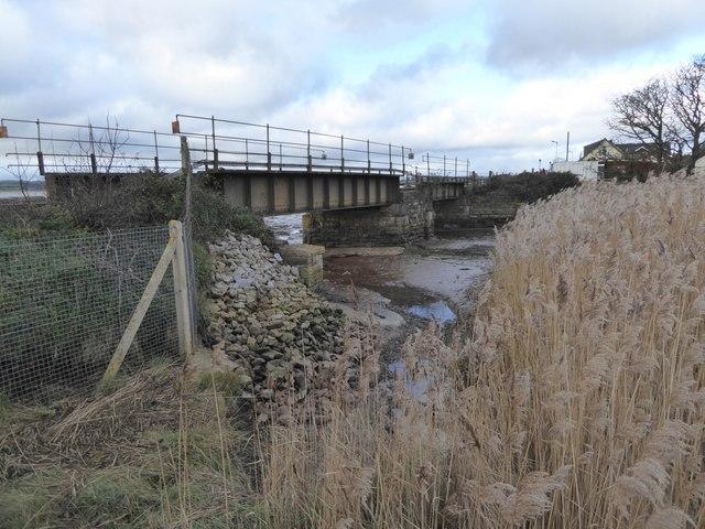 Railway bridge over the stream at Exton station