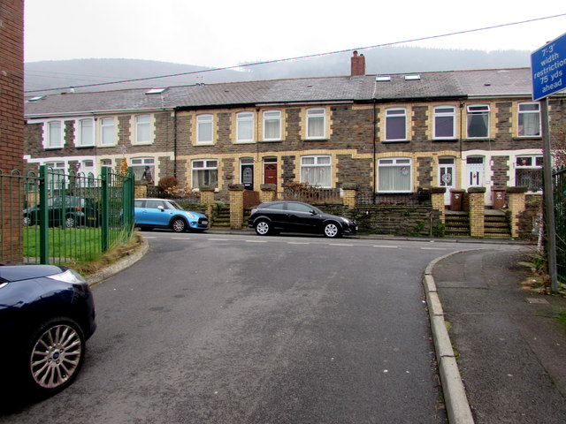 Junction at the eastern end of Castle Lane, Pontywaun