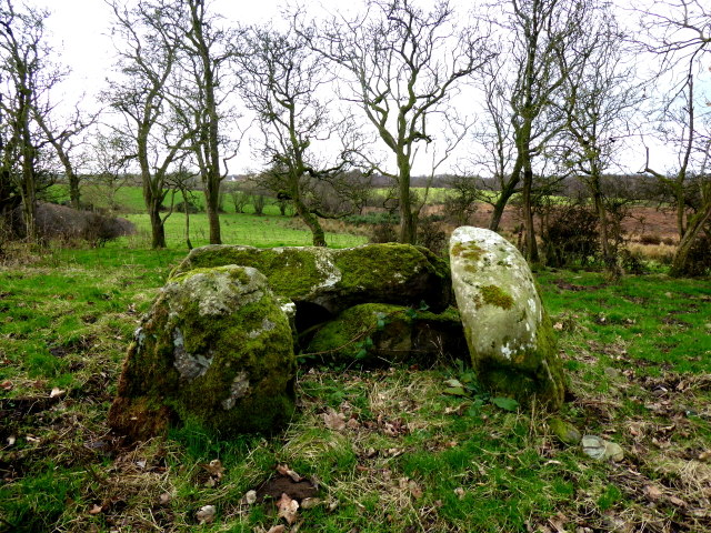 Chambered grave, Cloghfin (1)