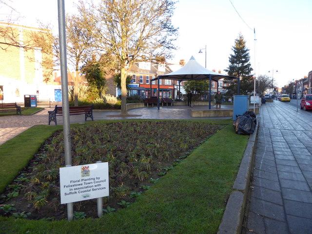 Flowerbeds between Hamilton and Crescent Roads