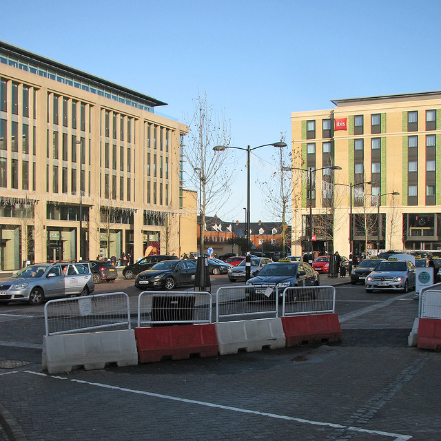 Cambridge: taxi ranks in Station Square