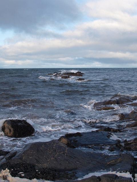 Deil's Dyke rocks at high tide