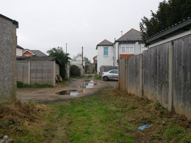 West Southbourne: footpath H10 goes from grass to gravel