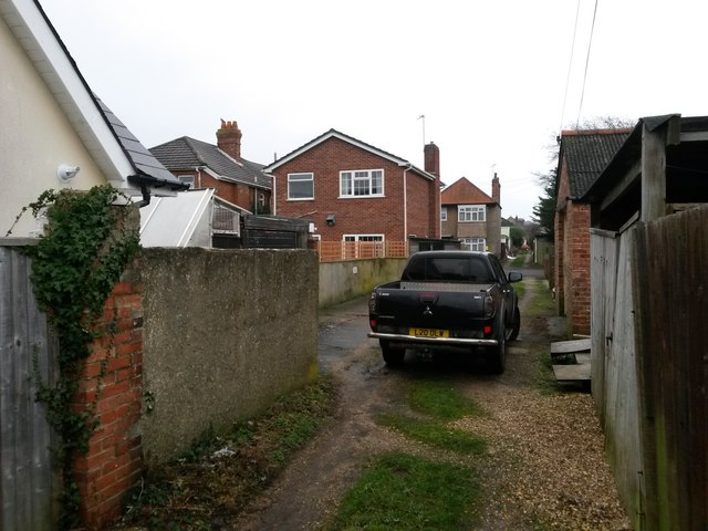 West Southbourne: footpath H13 passes Mulberry Mews