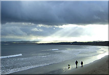 TA1280 : Walking the dog, Filey Sands by JThomas