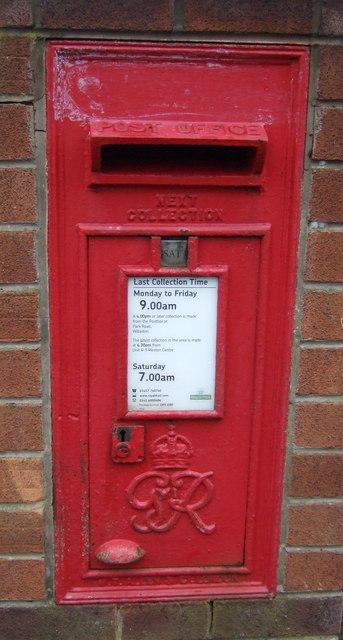 Close up, George VI postbox on Crewe Road, Willaston