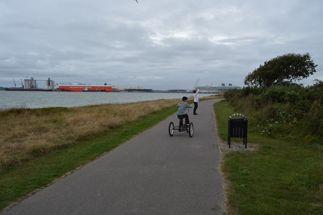 National Cycle Route 2 and Solent Way, Weston Shore
