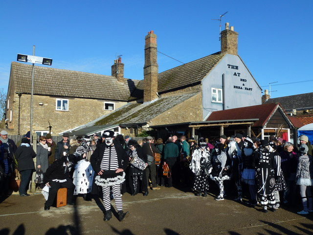 Pig Dyke Molly dancing at The Boat - Whittlesea Straw bear Festival 2017