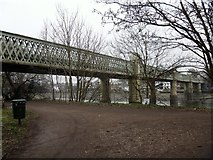 TQ1977 : Kew Railway Bridge [1] by Michael Dibb