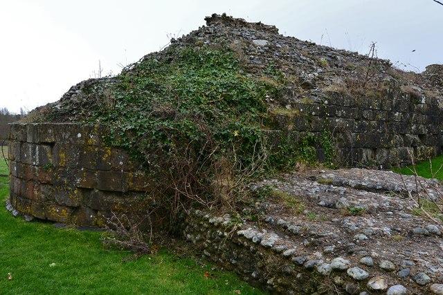 Pevensey Castle: c12th keep remains, building detail