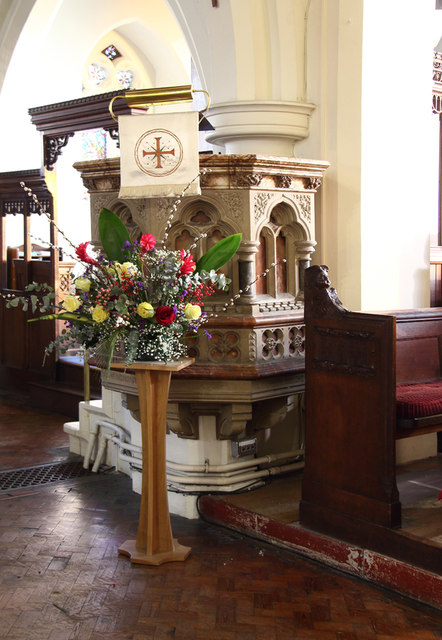 Holy Trinity, Upper Tooting - Pulpit