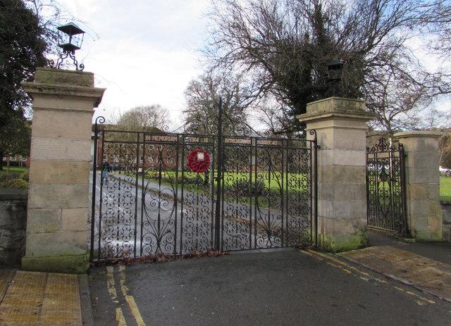 Poppy wreath on the War Memorial gate, Back Lane, Newtown