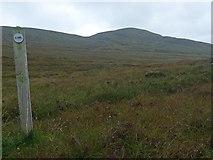 NG0090 : Hebridean Way marker post, Gleann Uachdrach, Harris by Claire Pegrum