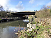 SU4726 : M3 bridge over River Itchen by Robin Webster
